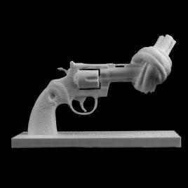 Le Revolver noué, non-violence